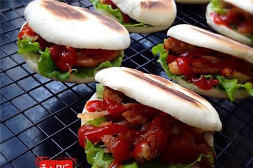 中西结合味道好 中式蜜汁鸡翅汉堡