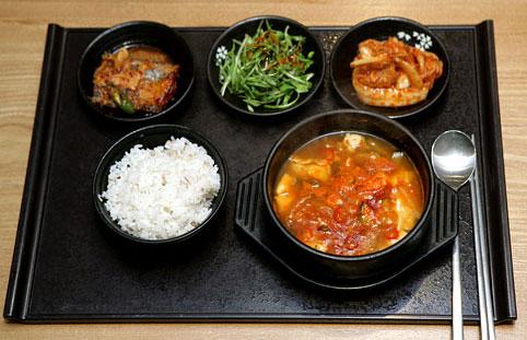 韩式的有海鲜豆腐锅