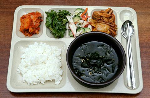 海带芽汤+鱿鱼炒年糕套餐