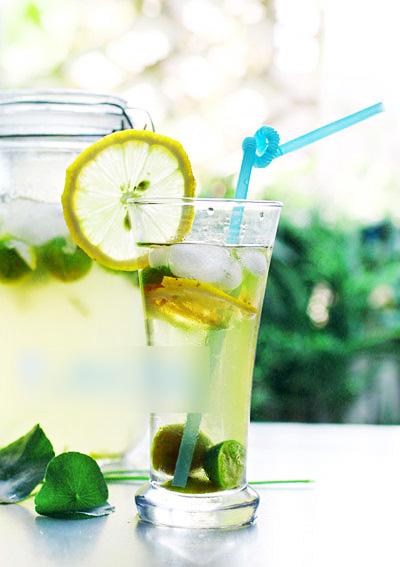 别再喝勾兑饮料了!DIY最洋气的柠檬金桔饮