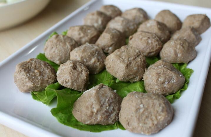 慎吃火锅丸子!业内人士称牛肉含量有限甚至不含牛肉